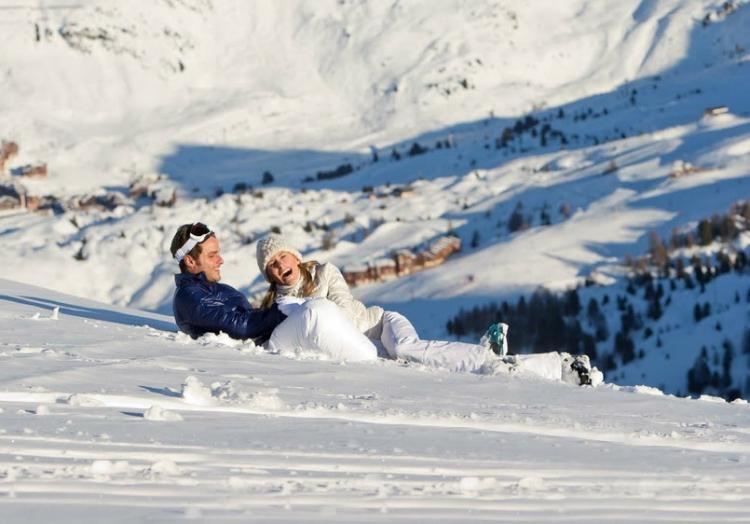 A esquiar en Los Alpes