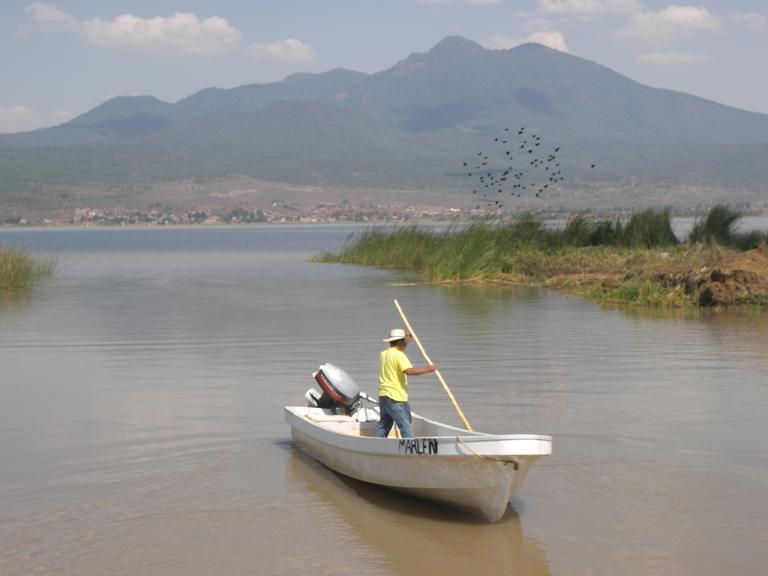 Pátzcuaro, su lago, sus islas y sus pintorescas riberas